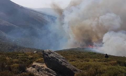 Μαίνονται οι πυρκαγιές σε Μεσολόγγι και Κεφαλονιά