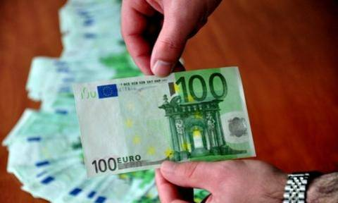 Λάρισα: Τους έπιασαν στα «πράσα» με πλαστά χαρτονομίσματα