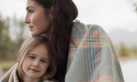 Aυτά που σκέφτονται (αλλά δεν λένε) οι μαμάδες που μεγαλώνουν μόνες τους παιδιά!