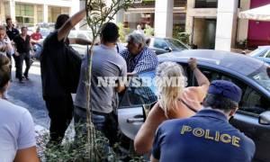 Τραγωδία στην Αίγινα: Συγγενείς των θυμάτων επιτέθηκαν στον οδηγό του ταχύπλοου (pics+vid)