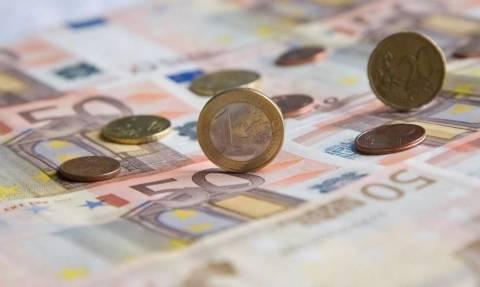 Τα έσοδα βουλιάζουν αλλά το ΥΠΟΙΚ διαβεβαιώνει ότι όλα πάνε καλά