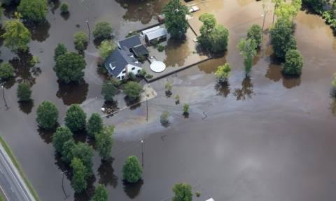ΗΠΑ: Τους 13 έφτασαν οι νεκροί από τις πλημμύρες στη Λουιζιάνα (pics)