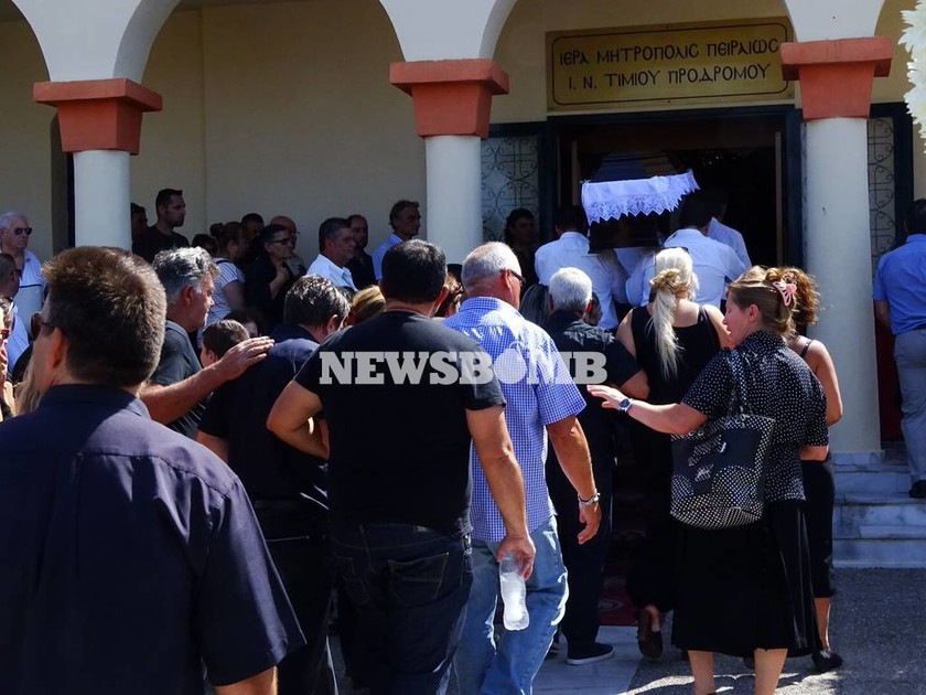 Τραγωδία στην Αίγινα: Θρήνος στην κηδεία της 5χρονης και του πατέρα της (pics)