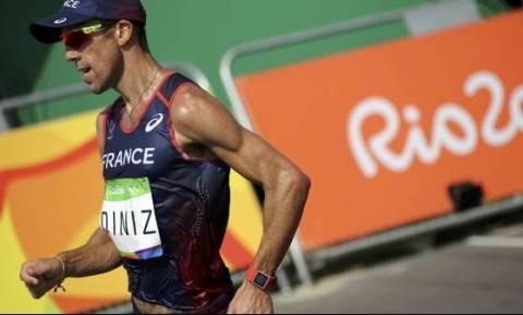 Ρίο 2016: Δρομέας τα έκανε... πάνω του και συνέχισε να τρέχει! (vid)