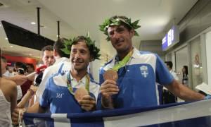 Στην Αθήνα οι χάλκινοι Ολυμπιονίκες Μάντης – Καγιαλής: «Τιμή μας που είμαστε Έλληνες» (video+photos)