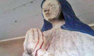 Ανατριχιαστικό βίντεο: Το άγαλμα της Παναγίας που αιμορραγεί από τα μάτια