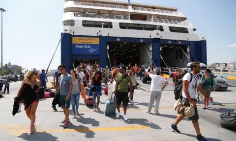 Με αεροπλάνα, πλοία και τρένα επιστρέφουν οι εκδρομείς στο κλεινόν άστυ
