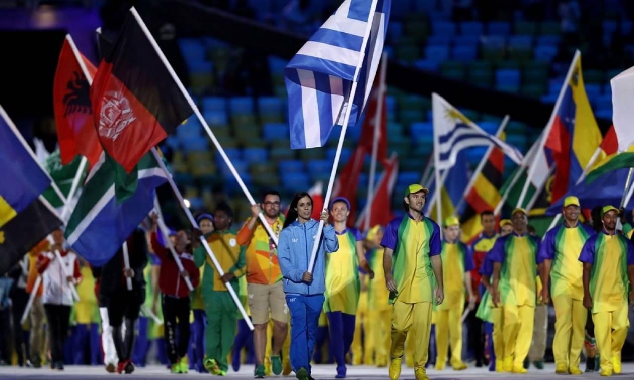 Ολυμπιακοί Αγώνες 2016 Ρίο - Τελετή Λήξης: Στη «χρυσή» Κατερίνα Στεφανίδη η Ελληνική σημαία! (pics)