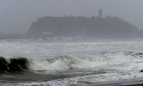 Ιαπωνία: Πανίσχυρος τυφώνας κατευθύνεται στο Τόκιο - Οι κάτοικοι αφήνουν τα σπίτια τους