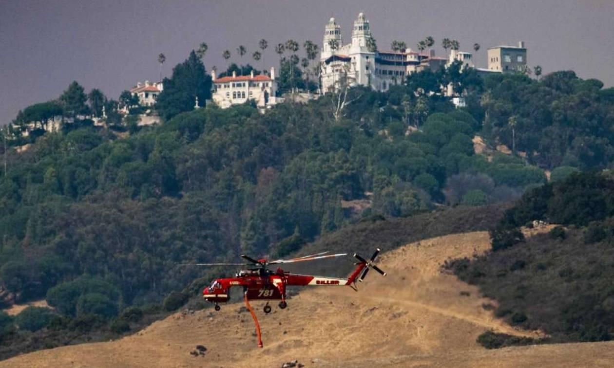 ΗΠΑ: Σε πύρινο κλοιό η Καλιφόρνια - Έκλεισε ο πύργος του θρυλικού Χιρστ (pics)