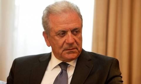 Αβραμόπουλος: Όποια χώρα αρνείται τη μετεγκατάσταση θα πληρώνει 250.000 ευρώ ανά πρόσφυγα!