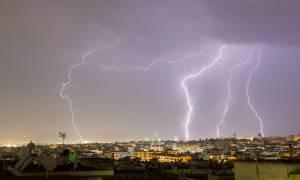 Καιρός να ξεχάσετε για... λίγο το καλοκαίρι – Ισχυρές καταιγίδες και χαλάζι θα «χτυπήσουν» τη χώρα