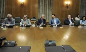 Συνεδριάζει το μεσημέρι το άτυπο κυβερνητικό συμβούλιο