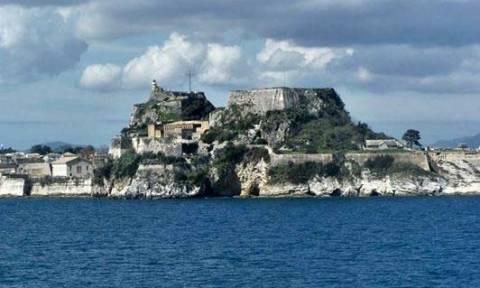 Σοκ στην Κέρκυρα: 39χρονη έπεσε στα βράχια από το Παλαιό Φρούριο
