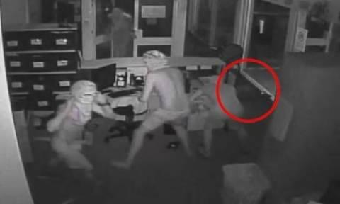Τρόμος σε σχολείο: Άφησαν ελεύθερους τρεις πεινασμένους κροκόδειλους! (vid)