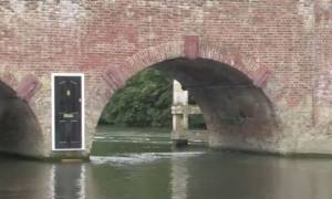 Μυστηριώδης μαύρη πόρτα εμφανίστηκε σε γέφυρα και κανείς δεν τολμά να την ανοίξει! (video)