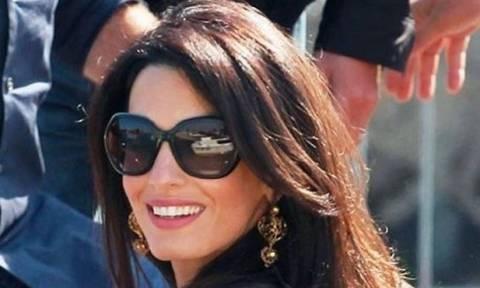 Date Night: Η Amal Clooney με το outfit που πρέπει να δοκιμάσεις στο ραντεβού με τον καλό σου