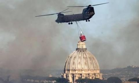 Σε πύρινο κλοιό η Ρώμη: 14 πυρκαγιές σε ένα μόλις 24ωρο – Απειλήθηκε και το Βατικανό (Pics)