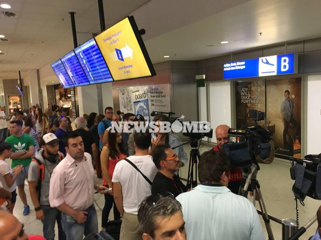 Κατερίνα Στεφανίδη: Πλήθος κόσμου στο αεροδρόμιο για την υποδοχή του «χρυσού» κοριτσιού (pics)
