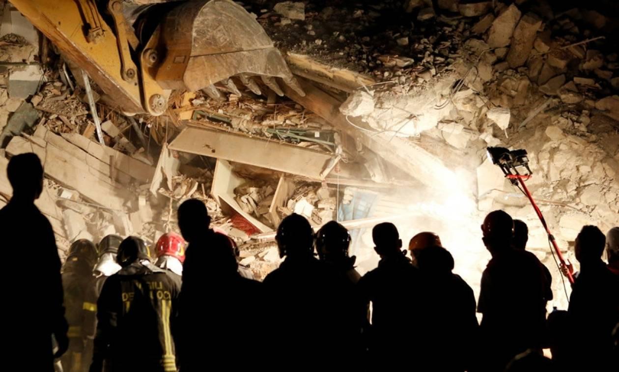 Σεισμός Ιταλία: Δεκάδες τουρίστες εγκλωβισμένοι κάτω από τα συντρίμμια ξενοδοχείου (Pics)