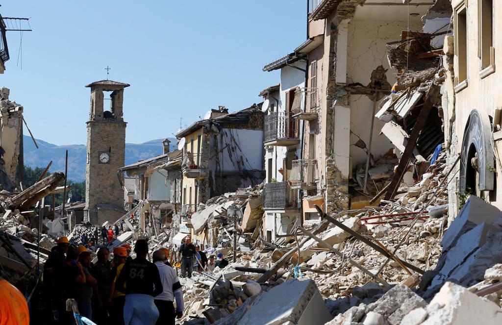 ΈKTAKTO-Σεισμός Ιταλία : Δεκάδες τουρίστες εγκλωβισμένοι κάτω από τα συντρίμμια ξενοδοχείου (Pics)
