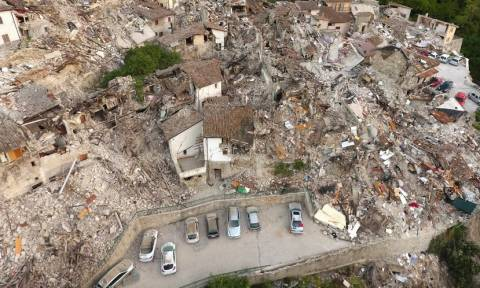Ιταλία: Συγκλονιστικό βίντεο από ψηλά δείχνει το μέγεθος της καταστροφής στο επίκεντρο του σεισμού