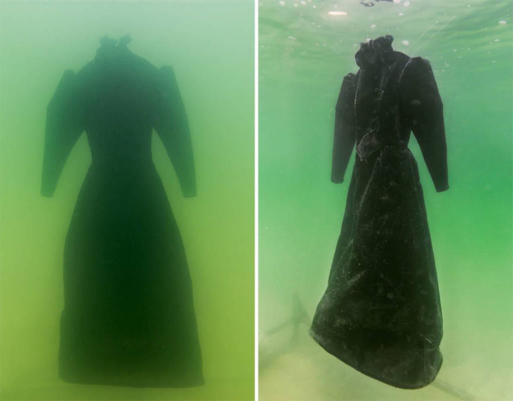 Άφησε ένα φόρεμα στη Νεκρά Θάλασσα για δύο χρόνια και μεταμορφώθηκε σε ένα κρυστάλλινο αριστούργημα