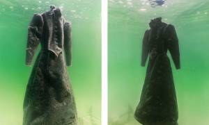 Άφησε ένα φόρεμα στη Νεκρά Θάλασσα για δύο χρόνια και μεταμορφώθηκε σε κρυστάλλινο αριστούργημα