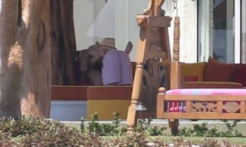 Παπαράτσι έπιασαν τον Τζάστιν Μπίμπερ σε... ερωτικές στιγμές με την κοπέλα του (photos)