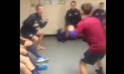 Δεν υπάρχει αυτό που κάνουν ποδοσφαιριστές στα αποδυτήρια της ομάδας τους (video)