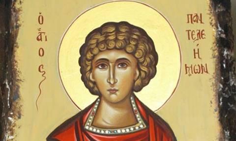 Συγκλονιστικό: Ρέει μύρο εικόνα του Αγίου Παντελεήμονα