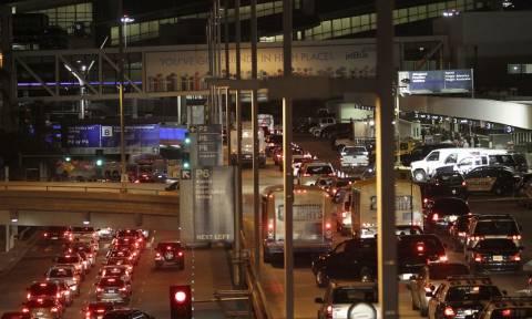 ΗΠΑ: Πανικός και χάος στο αεροδρόμιο του Λος Άντζελες έπειτα απο αναφορές για πυροβολισμούς (Pics)