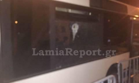 Ανθήλη: Πέταξε πέτρα στο αστικό και τραυμάτισε δύο άτομα (pics)