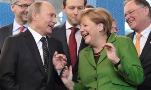 Μέρκελ: Oι κυρώσεις της ΕΕ κατά της Ρωσίας θα μπορούσαν σταδιακά να χαλαρώσουν