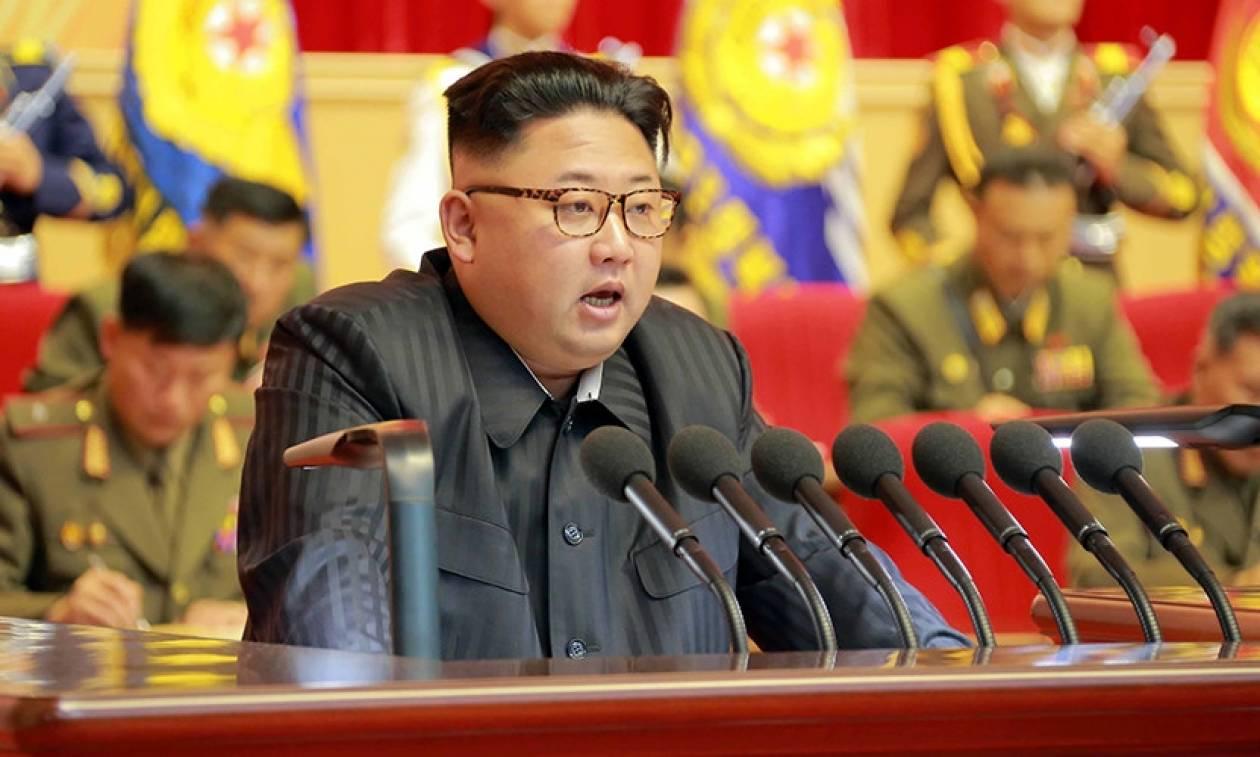 Βόρεια Κορέα: «Eκτελέστηκε» o βορειοκορεάτης υπουργός Παιδείας για ασέβεια στον Κιμ Γιονγκ Ουν (Vid)