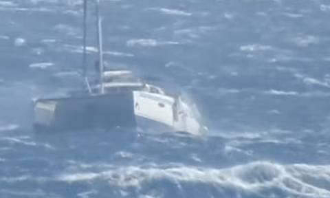 Απίστευτη «μάχη» ενός καταμαράν με τα κύματα στο φουρτουνιασμένο Αιγαίο (video)