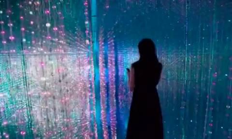 Ψυχεδελικό ταξίδι σε ένα κρυστάλλινο σύμπαν