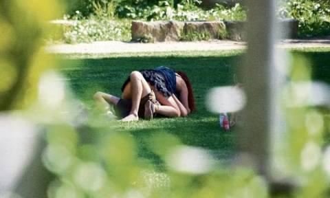 Σεξ χωρίς αναστολές μέρα μεσημέρι και σε δημόσια θέα! (photos)