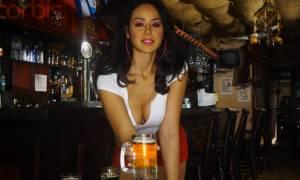 Βίντεο: Έκλεισαν εστιατόριο γιατί οι σερβιτόρες του ήταν υπερβολικά σέξι! (video+photos)