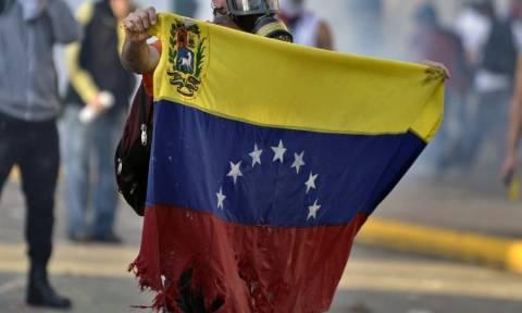 Οργή λαού κατά Μαδούρο στη Βενεζουέλα - Εκατομμύρια διαδηλωτές στους δρόμους