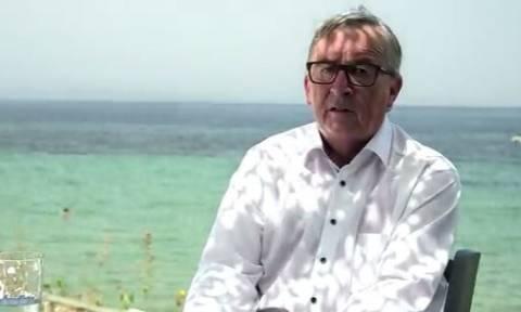 Γιούνκερ σε ελληνική ταβέρνα: «Αισθάνομαι ευτυχής που βλέπω ακόμα τις τιμές σε ευρώ»