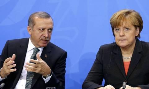 Deutsche Welle: Ενδίδει η Μέρκελ στις πιέσεις Ερντογάν για τους Αρμένιους;