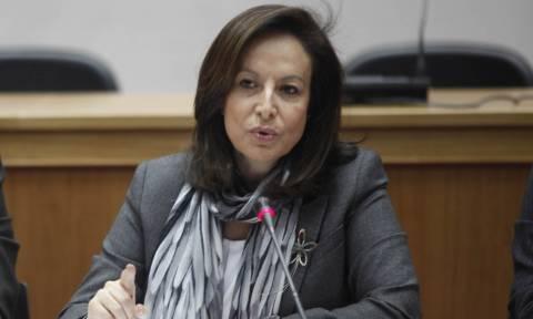Η υπουργός της «φωτοτυπίας» ξαναχτυπά