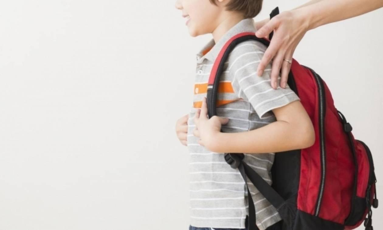 7a4ad18395 Γονείς προσοχή  Σχεδόν ένας στους δύο μαθητές υποφέρει από οσφυαλγία λόγω  σάκας - Newsbomb