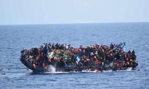 Ανατράπηκε πλοιάριο με μετανάστες έξω από τη Λιβύη