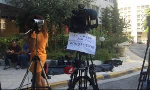 Τηλεοπτικές άδειες: Διαμαρτυρία τεχνικών και δημοσιογράφων Alpha και Star έξω από τη Γ.Γ. Ενημέρωσης