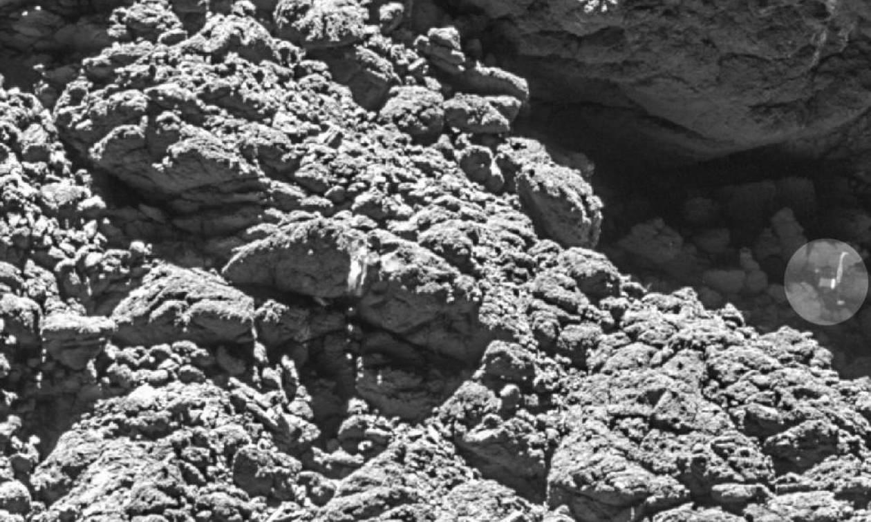 Η Ροζέτα βρήκε το «χαμένο» ρομποτάκι Φίλαι σε ένα σκοτεινό ρήγμα του κομήτη Τσούρι (pic)