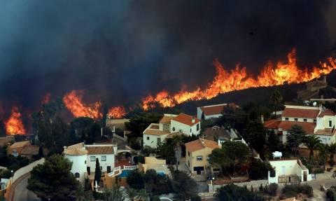 Ισπανία: Έναν πυρομανή αναζητούν οι Αρχές ως υπεύθυνο για τη μεγάλη πυρκαγιά στη Βαλένθια (Pics)