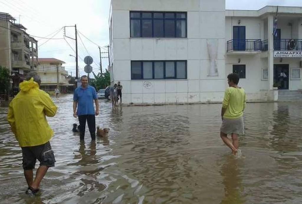 Σε... Βενετία μετατράπηκε η Κυλλήνη από τις βροχές (pics)