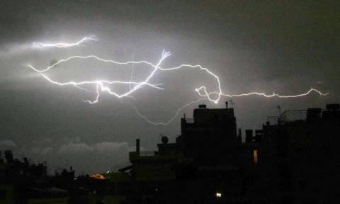 Κακοκαιρία - Βόλος: Χωρίς ρεύμα και τηλέφωνο από την σφοδρή καταιγίδα